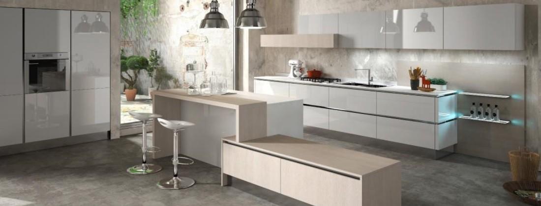 In cucina arredamenti vendita mobili e complementi di for Arredamenti marche